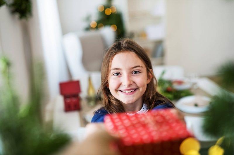 Free Christmas Gift Ideas that Will Make Christmas Memorable - girl holding gift